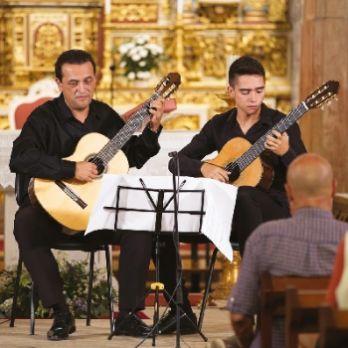 "TWELVE STRINGS ""Enrique Muñoz"", Dues guitarres, dues generacions"